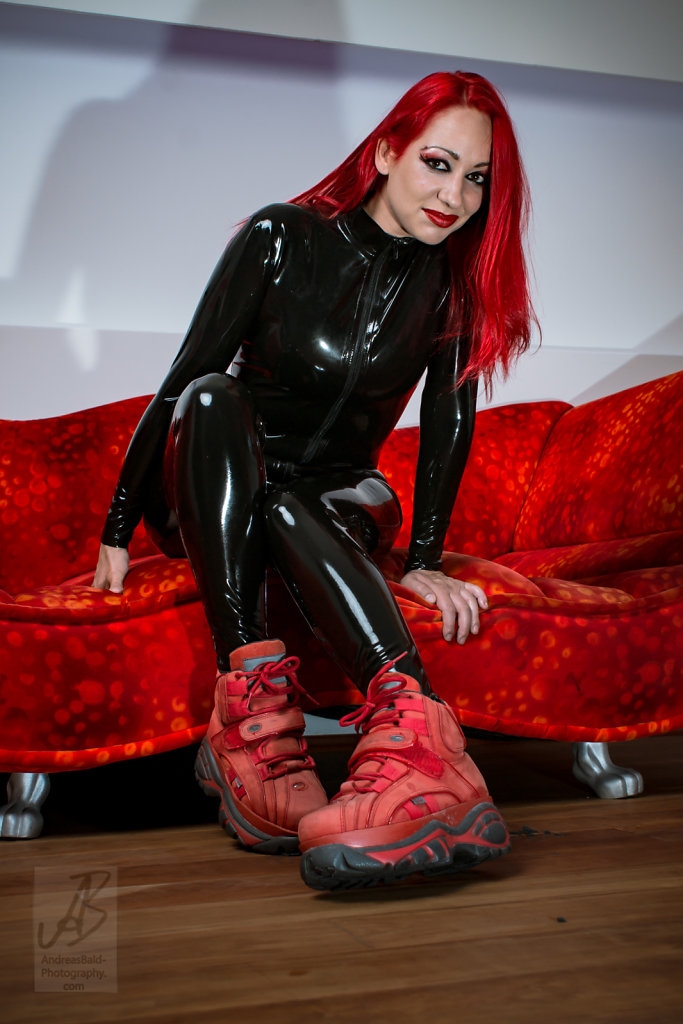 Etayn20-Latex-Buff-201708-05679.jpg